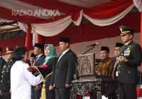 Walikota Kediri, Hadiri Penurunan Bendera Merah Putih, dalam Rangka HUT RI Ke 74