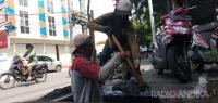 Kurangi Banjir, Dinas PUPR Dan DLHKP Kota Kediri Bersih-Bersih Aliran Sungai Dan Drainase