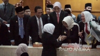 Hadiri Sertijab Gubernur Jawa Timur, Ning Ita Siap Dukung Menuju Era Emas Pembangunan