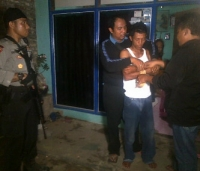 Polisi Bekuk 5 Perusak Rumah Kades, 1 Pelaku Ditembak