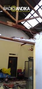 Hujan Deras Dan Angin Kencang, Puluhan Rumah di Purwoasri Rusak