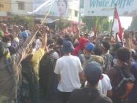 Massa AWK Nyaris Bentrok Dengan Polisi
