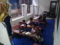 Masyarakat Kelurahan Tosaren, Berkumpul Untuk Belajar Bahasa Inggris