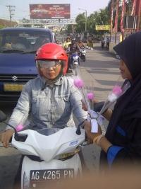 eringati Hari Ibu, Dewan Perwakilan Anak Kota Kediri Bagi Bunga