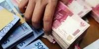 Curi uang belasan juta rupiah , seorang ibu rumah tangga asal lingkungan kleco kelurahan jamsaren kota kediri ditangkap polisi .