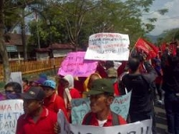 Petani Lereng Gunung Kelud Demo Kantor BPN Kediri