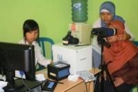 Puluhan Warga Kabupaten Kediri, Serbu Dispendukcapil, Untuk Rekam E-KTP
