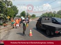 Perbaikan Perlintasan KA di Bandarkedungmulyo Jombang, Tidak Ada Penutupan Jalur